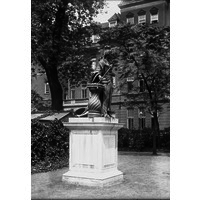 Queen Charlotte Statue Rt obl photo 2